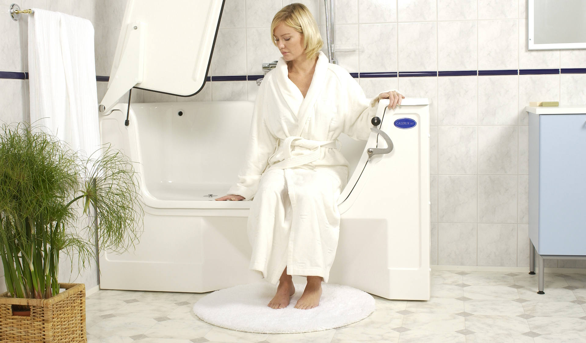 Barrierefreie Behindertengerechte Badewanne Im Bad - Behindertengerechte badezimmer
